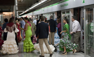 Metro de Sevilla en la Feria de Abril.
